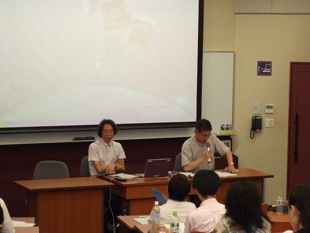 コメンテーター:益岡隆志教授(神戸市外国語大学)(左)、杉村博文教授(... 中日理論言語学研究